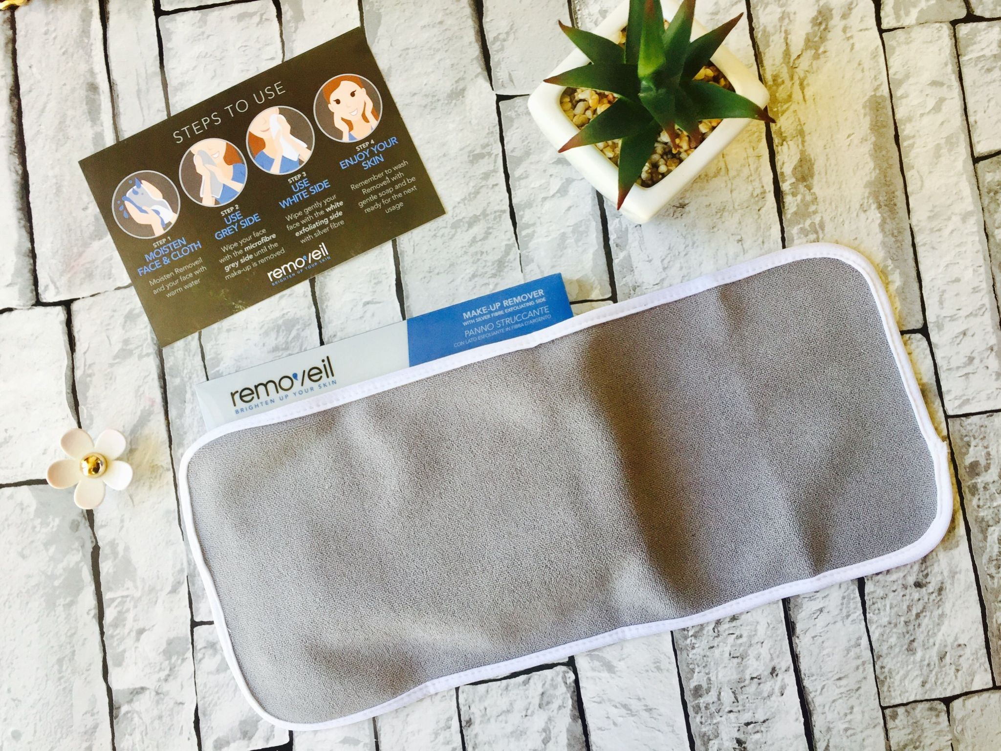 Removeil makeup cleaning cloth
