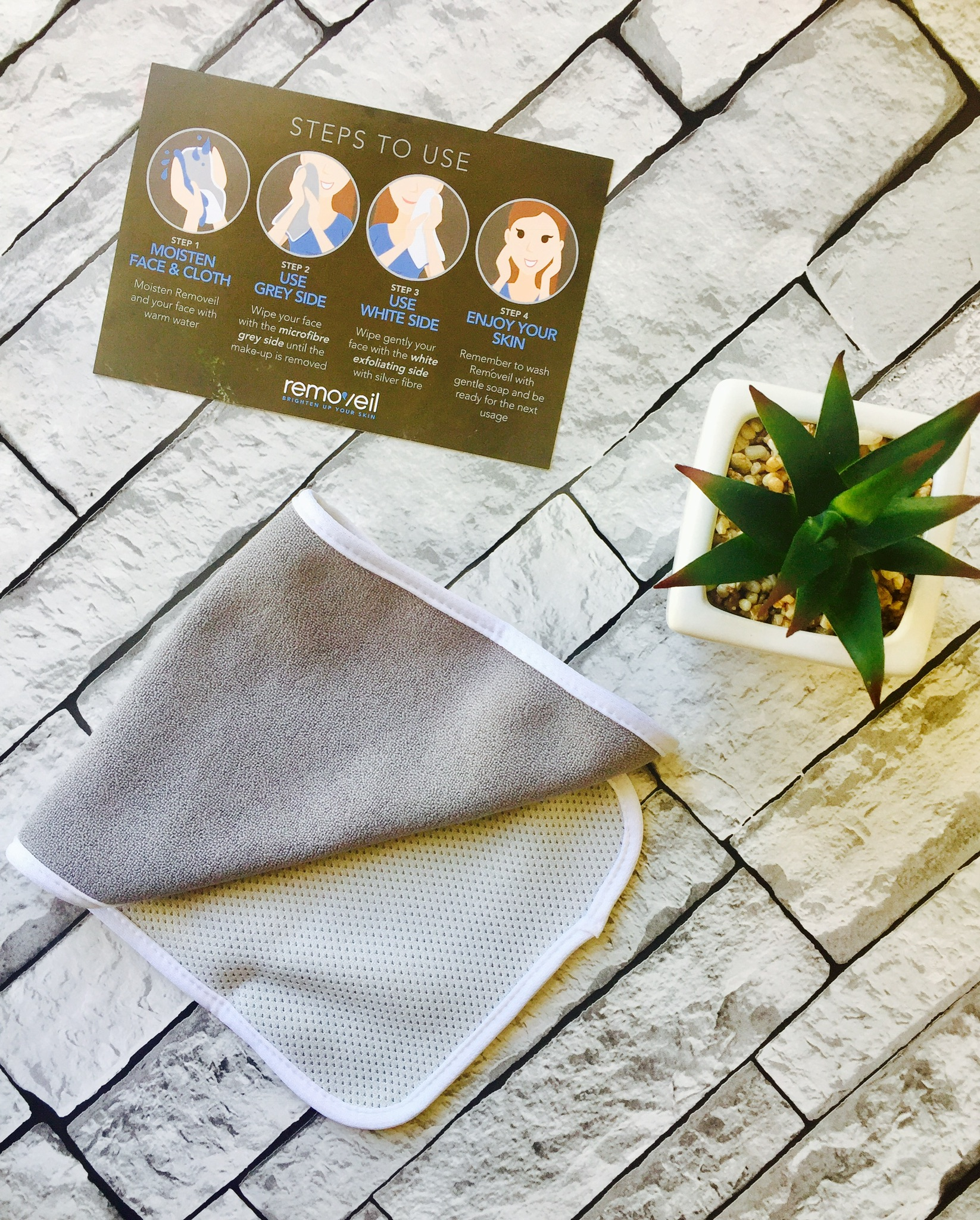 Removeil makeup cleansing exfoliating cloth