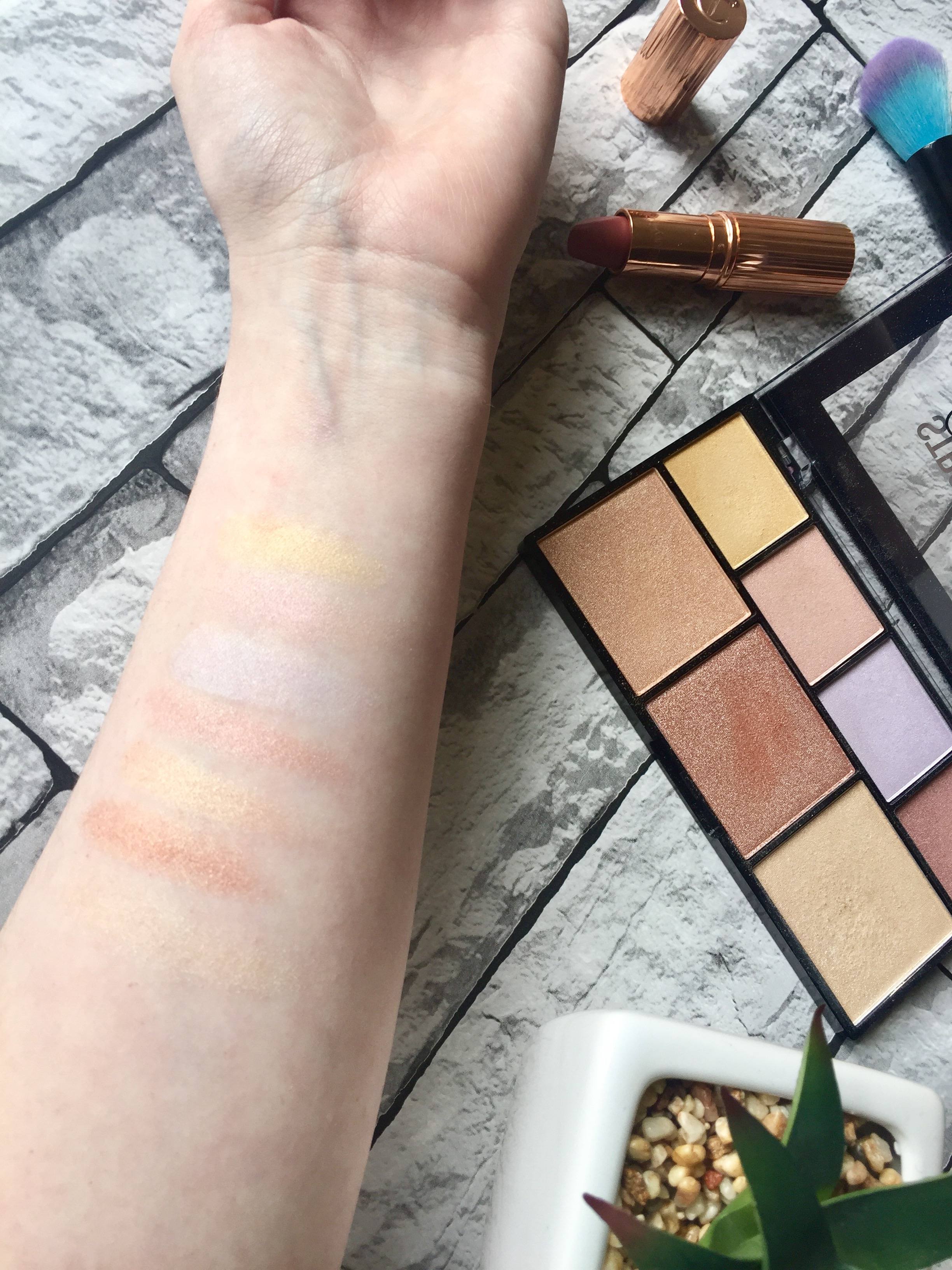 NYX Strobe of genius highlighter palette swatch
