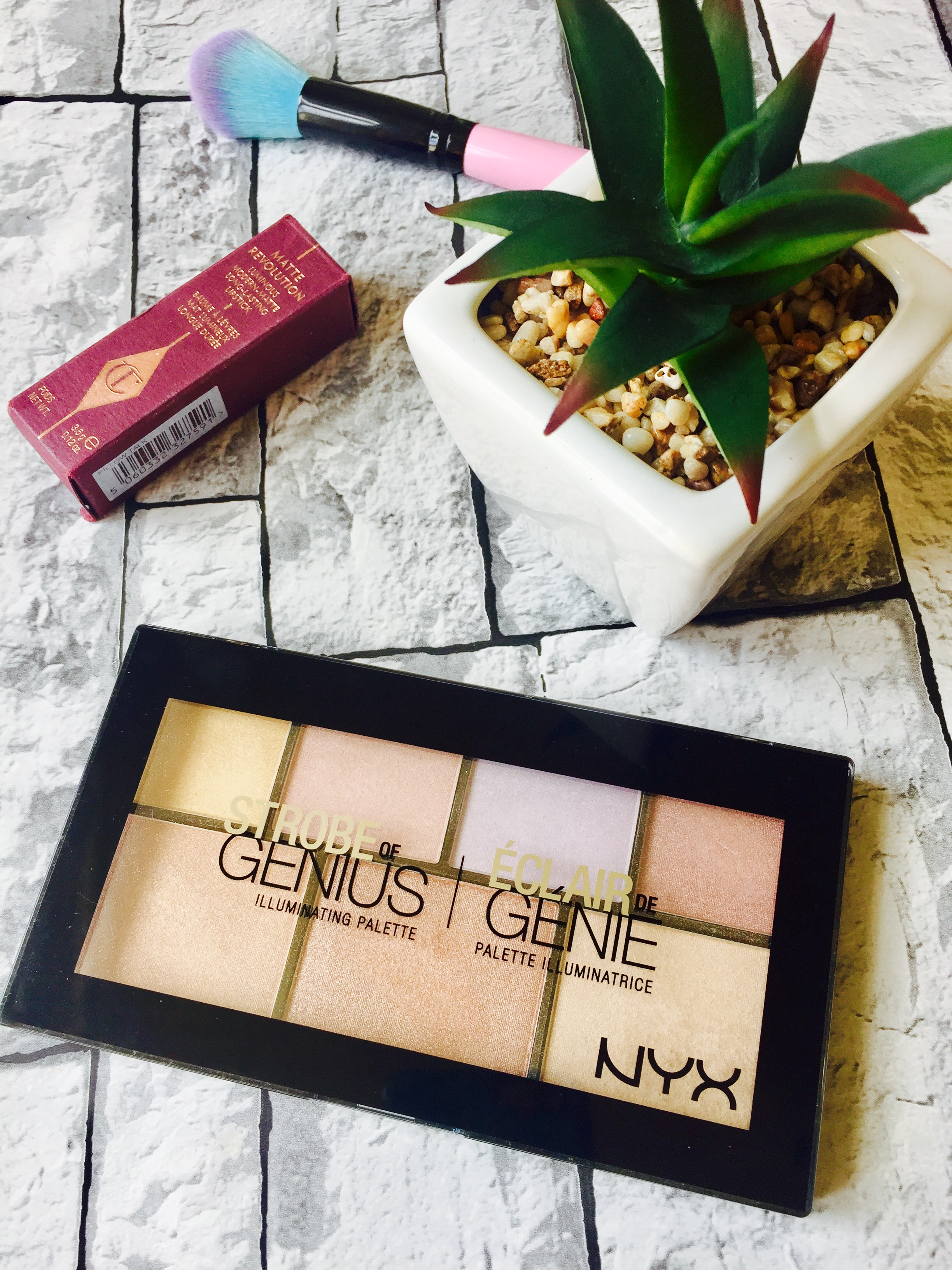 NYX Strobe of a genius highlight palette