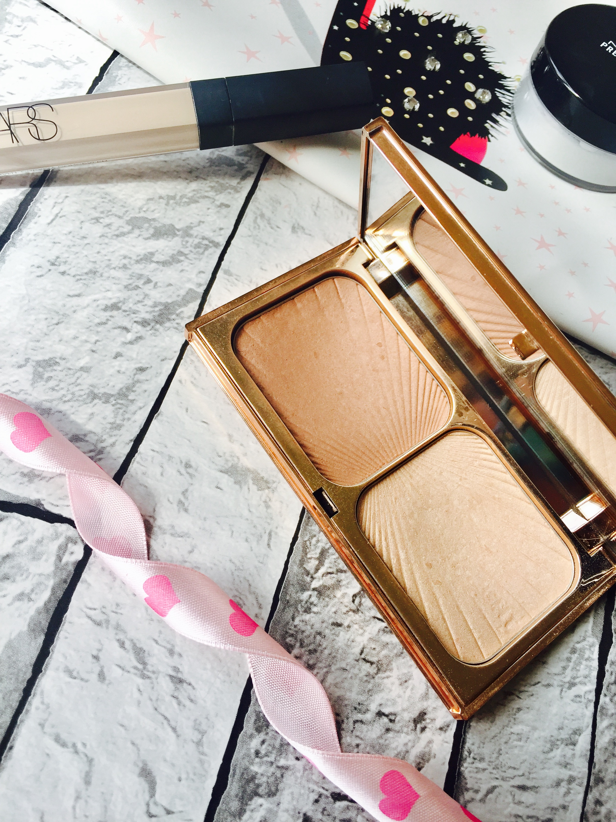 Everyday makeup bag must haves Charlotte Tilbury Filmstar Bronze n glow