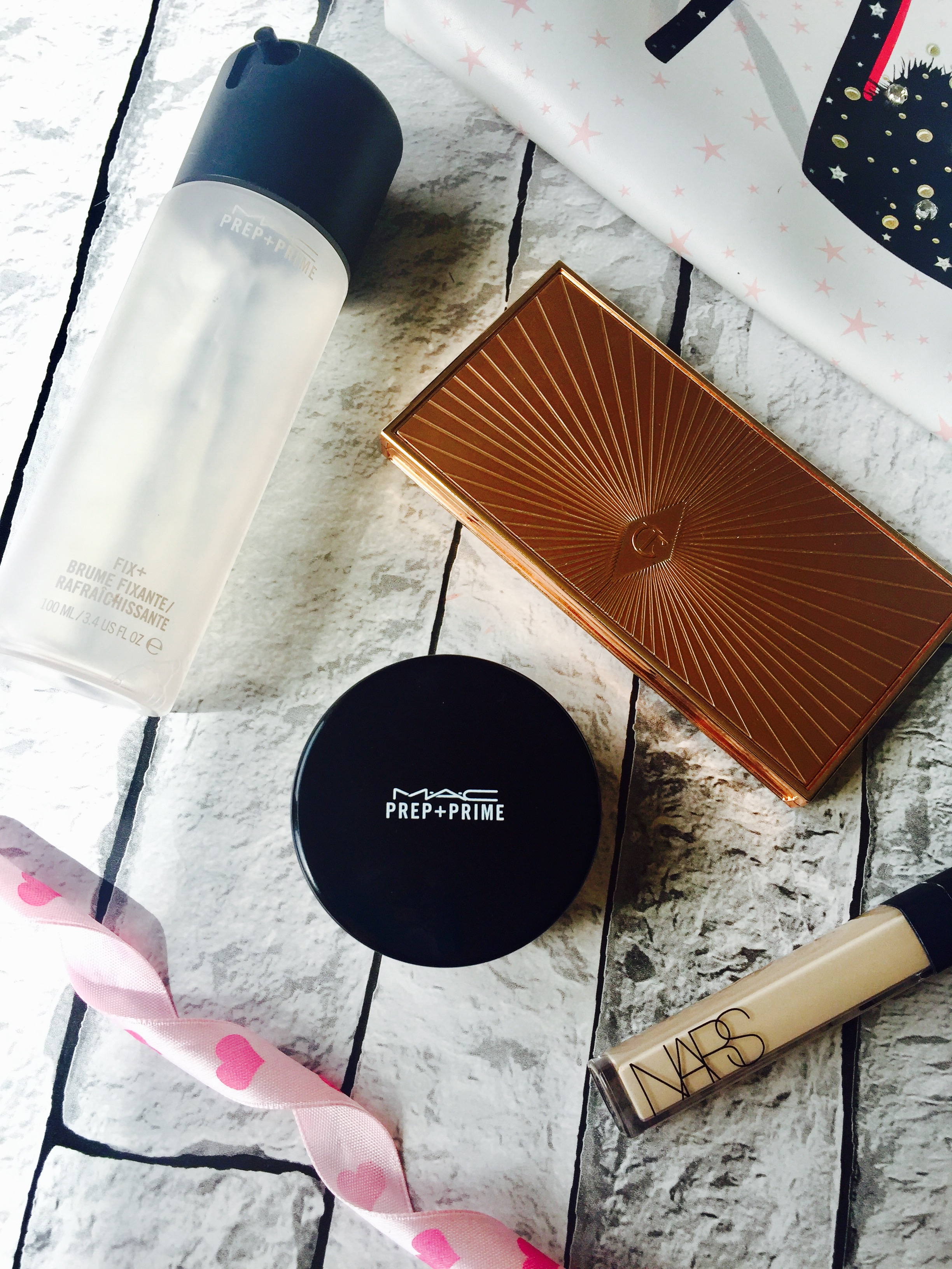 Everyday makeup bag must haves Mac Fix plus prep and prime