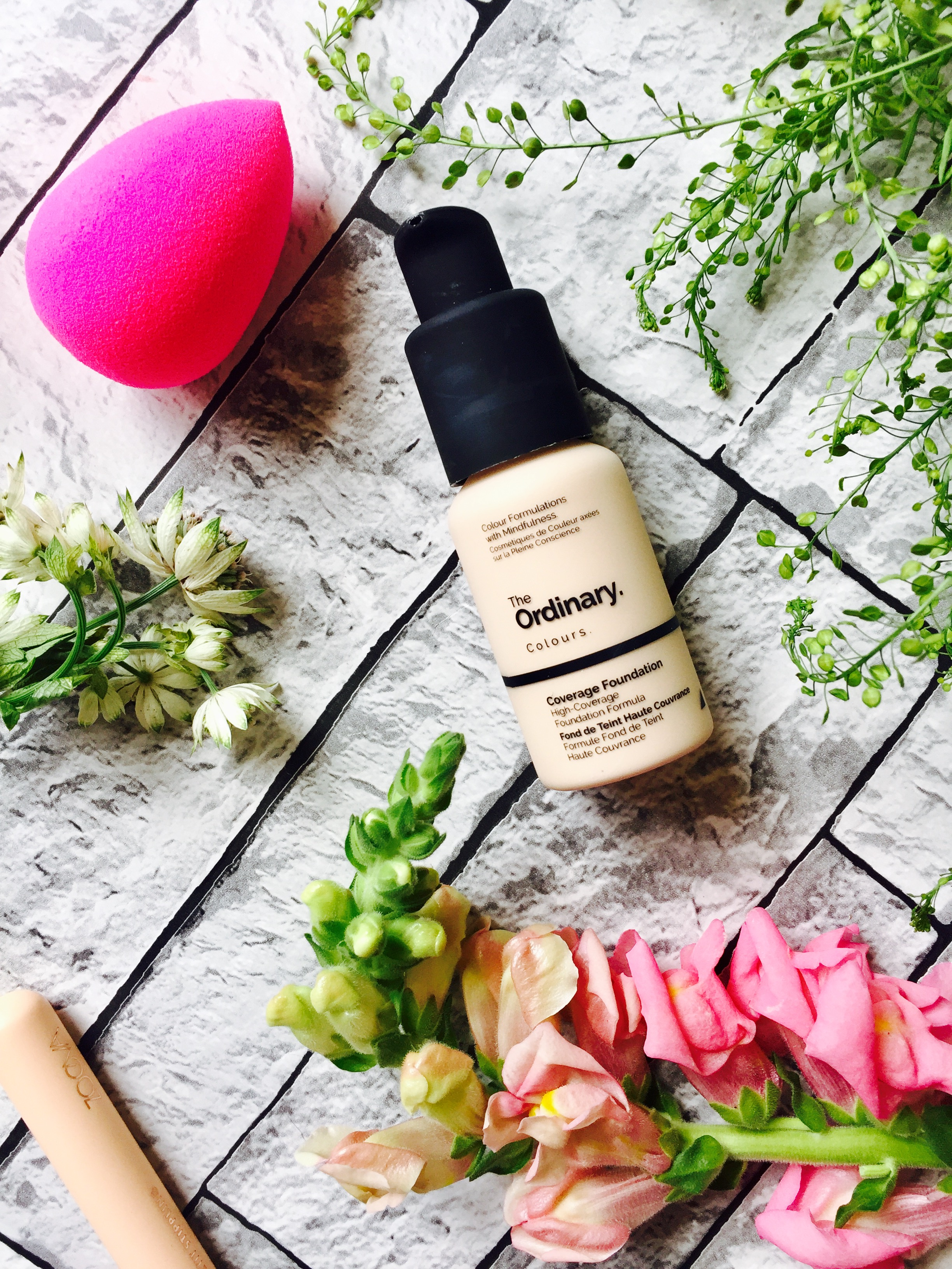 The Ordinary Serum Coverages foundation review pale skin 1.0P swatches