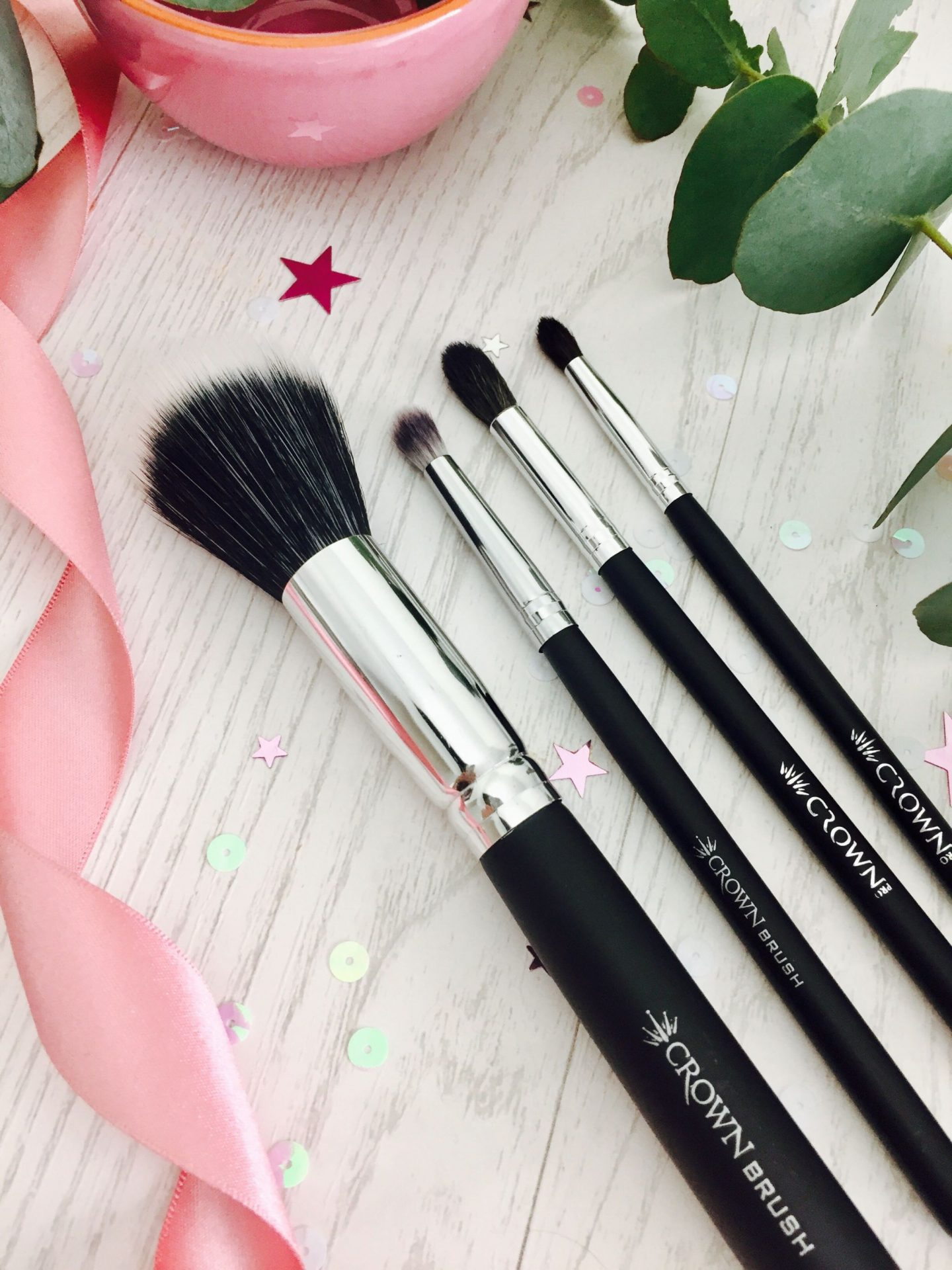 Crown brushes eyeshadow palette review swatches makeup